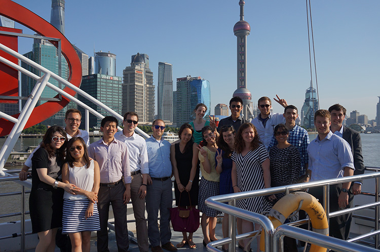 Students went on a cruise at the Huangpu River